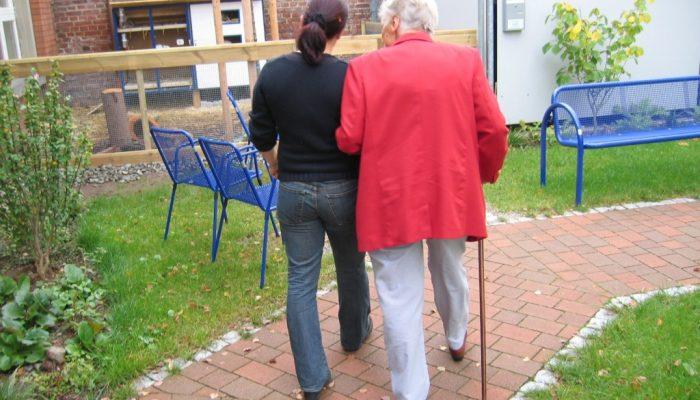 Modul des Monats Januar: Begleitservice für Seniorinnen und Senioren